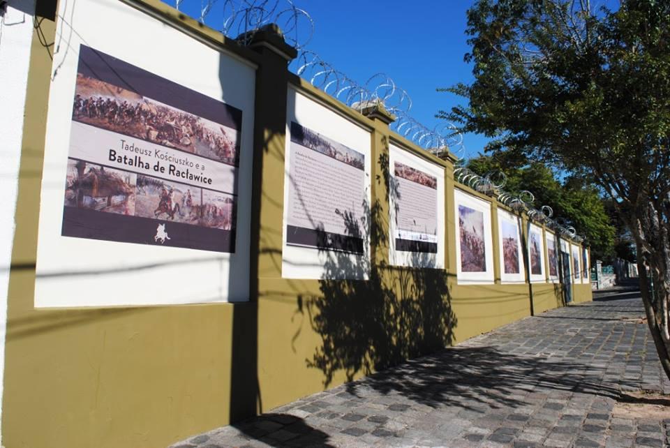"(""Mur: Galeria Polsko-Brazylijska"" ou Muro: Galeria Polono-Brasileira / Foto: Acervo STK)"